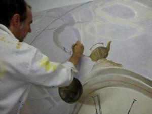 """O artista na pintura do quadro """"O Tempo""""."""