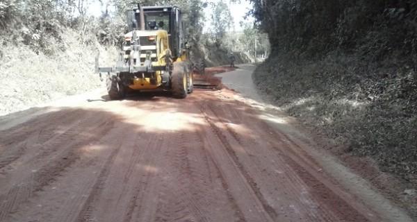 Prefeitura realizou limpeza e nivelação em estradas rurais no mês de julho