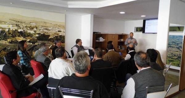 Prefeitura, Câmara e ACE reúnem-se com representantes da Vivo em busca de melhorias na telefonia em Socorro