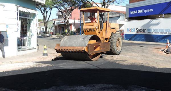 Novo sistema de escoamento resolve problema de mau cheiro na esquina das ruas Dr. Luiz Pizza e Bernardino de Campos