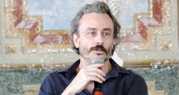 Escritor Guilherme Fiuza visita a Biblioteca Municipal de Socorro