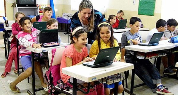 Computadores auxiliam aprendizado de alunos das escolas municipais Camanducaia e Agudo