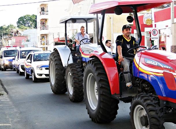 Desfile dos novos veículos