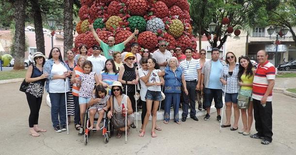 Visita de grupo de deficientes