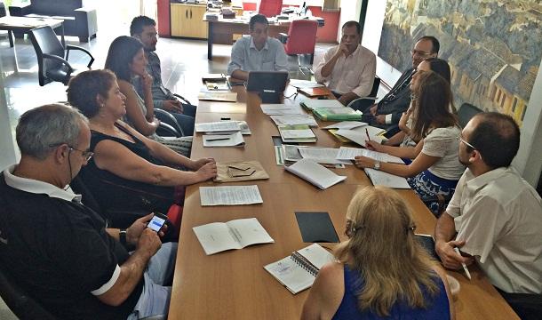 Reunião no gabinete do prefeito André Bozola, quarta-feira, 14