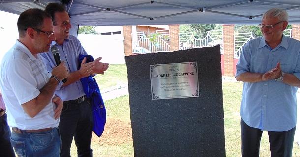 Padre Líbero recebe placa em homenagem no Projeto Betânia