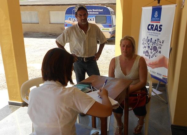 Supervisora do CRAS realiza atendimento no bairro Camanducaia