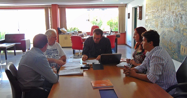 Primeiro TAC foi assinado na presença do prefeito André Bozola e diretores dos departamentos de Habitação, Meio Ambiente e Fiscalização