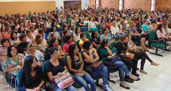 Educadores da rede municipal participaram de palestras