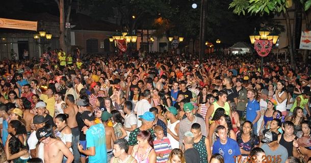 Público na Praça da Matriz - foto Manoel Castilho