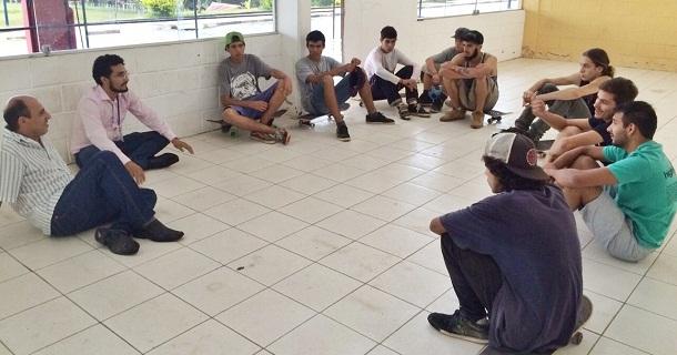 Encontro de skatistas com representantes da Prefeitura no Recinto