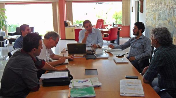 Reunião que definiu prolongamento do horário aconteceu no gabinete do prefeito André Bozola