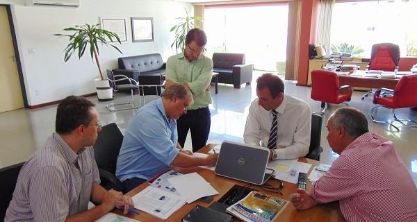 Prefeito André Bozola se reúne com gerentes da Sabesp