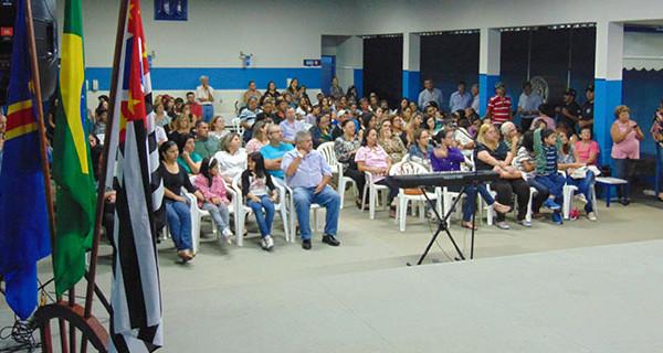 """Inauguração do Sistema Digital na EM """"Profª Benedicta Geralda de Souza Barbosa"""" teve grande participação dos pais e alunos"""