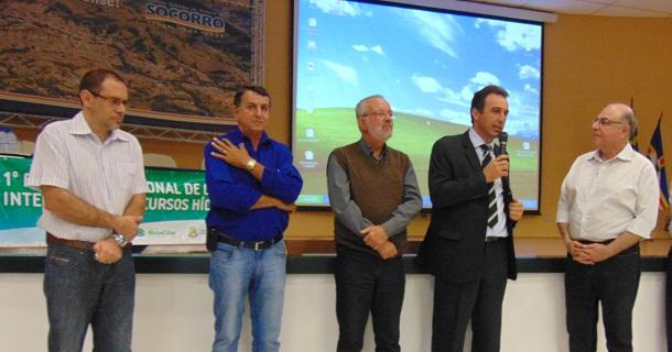 Padre Vicente, vereador Lauro Poca, vice-prefeito Edelson Teves, prefeito André Bozola e Secretário Estadual de Agricultura e Abastecimento Arnaldo Jardim