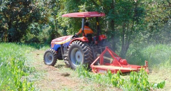 Proprietários rurais utilizam Patrulha Mecanizada Agrícola da Prefeitura