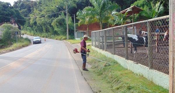 Prefeitura faz limpeza no corredor turístico do Rio do Peixe