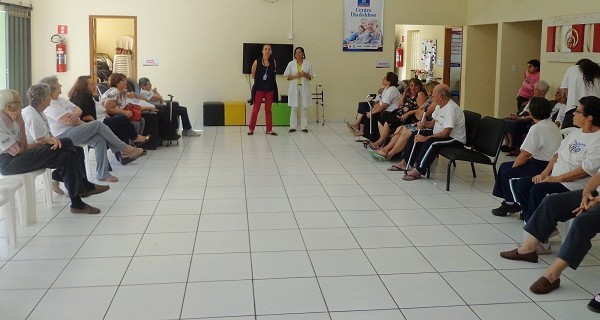 Centro Dia do Idoso realiza palestra sobre dengue