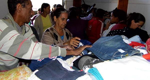 Fundo Social entrega roupas da Campanha do Agasalho