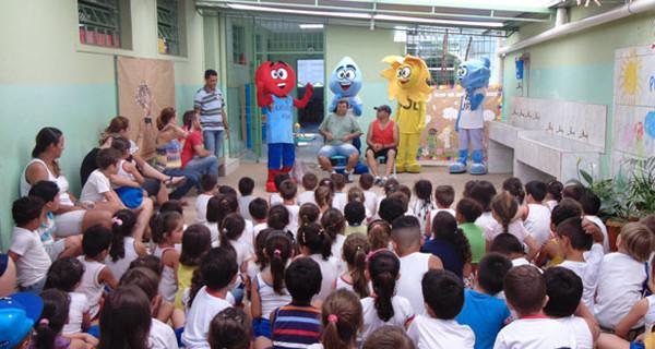 Caravana da Saúde alcança 1.700 crianças com apresentações sobre hábitos saudáveis