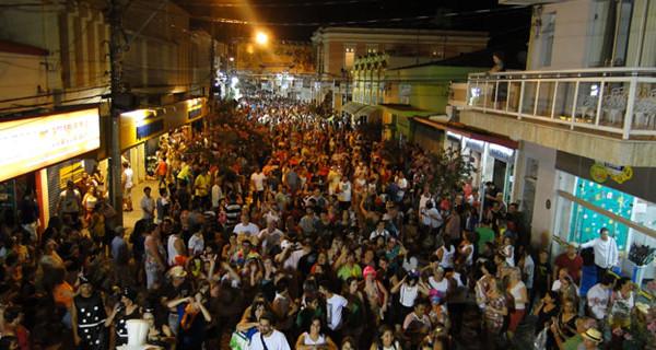 Confira a programação de desfiles e bandas do Carnaval 2016