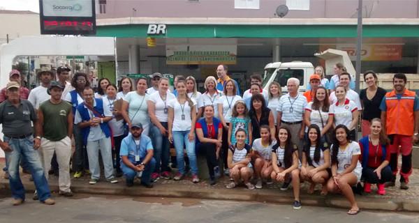 Servidores municipais e voluntários realizam mutirão de combate ao mosquito da dengue no Centro
