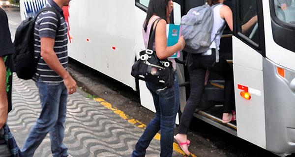 Prefeitura fornece auxílio-transporte para 571 universitários de Socorro