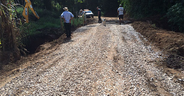 Prefeitura atendeu 14 bairros rurais com manutenção de pontes e estradas no primeiro trimestre de 2017