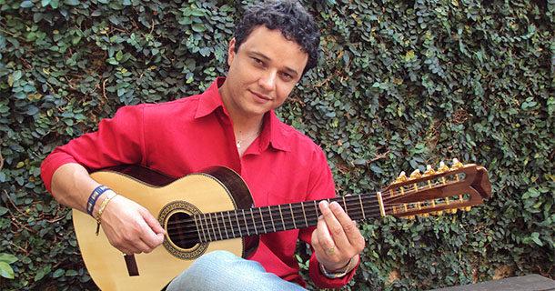 Violeiro Arnaldo Freitas lança novo CD no Centro Cultural