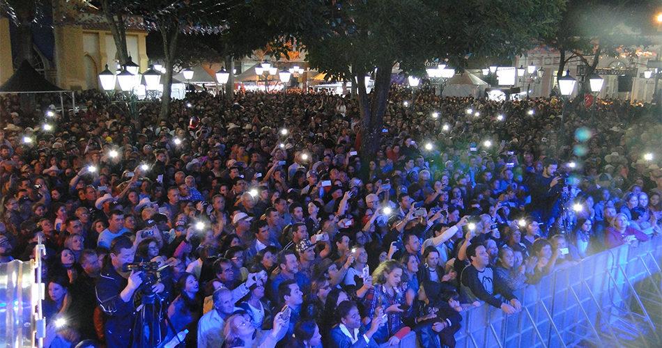 Festa de Agosto empolga público com grandes shows