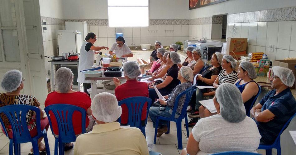 Cursos de culinária e nutrição capacitam quase 400 pessoas