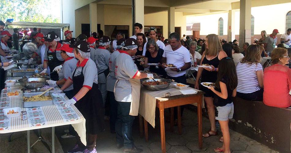 Almoço beneficente: Voluntários entregam cheque de R$ 28 mil para a Santa Casa