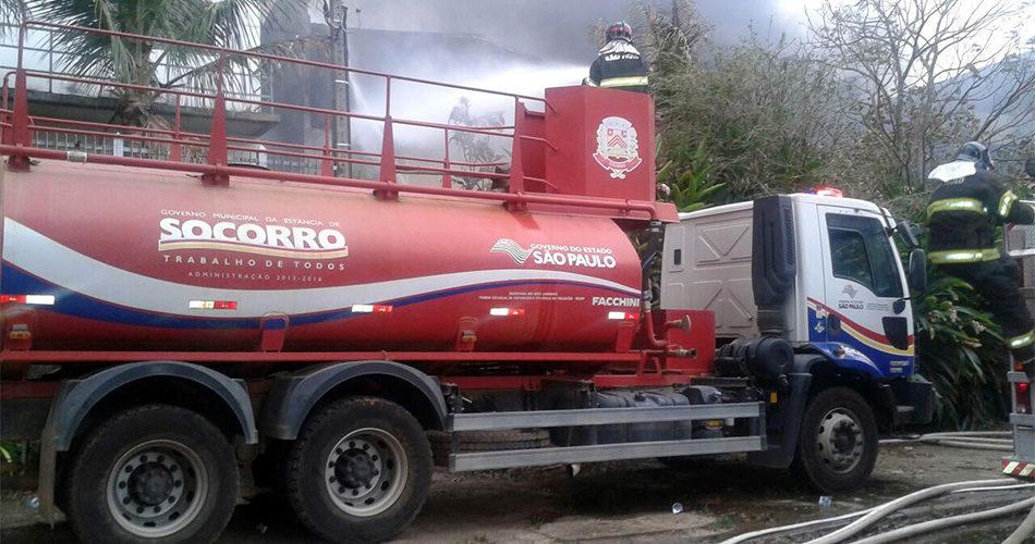 Defesa Civil de Socorro auxilia controle de incêndio em Águas de Lindóia
