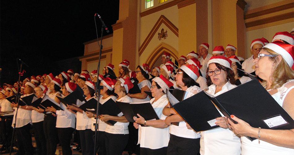 Corais emocionam público presente na abertura do Luzes de Natal 2017