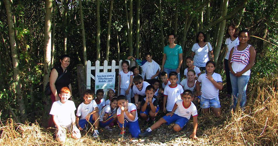 Alunos visitam nascente em atividade das secretarias de Meio Ambiente e Educação