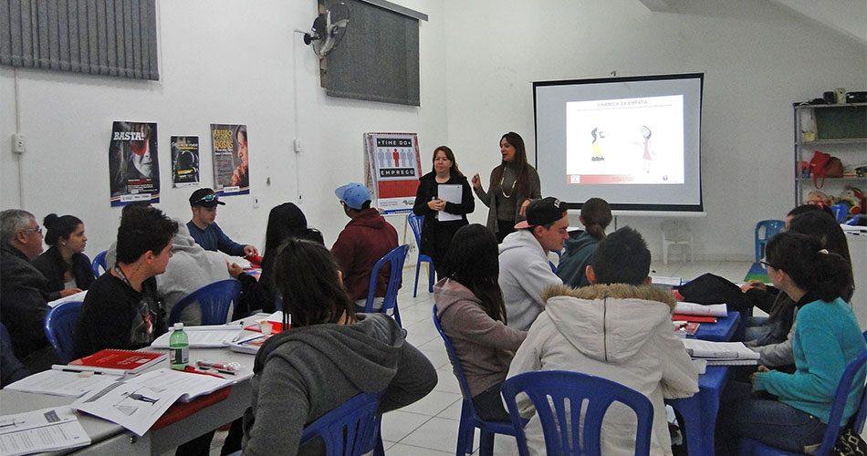Primeira turma inscrita no programa Time do Emprego inicia curso no CRAS