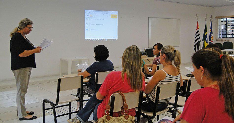 Colaboradores da educação municipal se reúnem para implantar o Programa Mais Alfabetização, do Governo Federal
