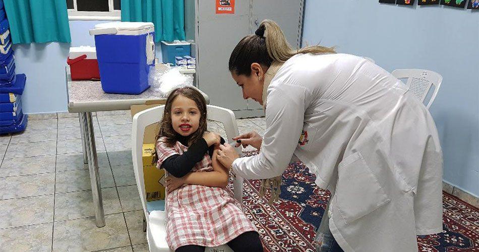 Campanha de vacinação contra Influenza vacina mais 230 pessoas em dois mutirões