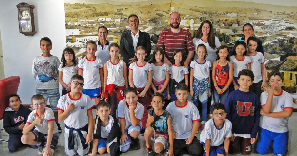 """Escola Municipal """"Benedicta Geralda de Souza Barbosa"""" realiza projeto """"Um dia com o Prefeito"""""""