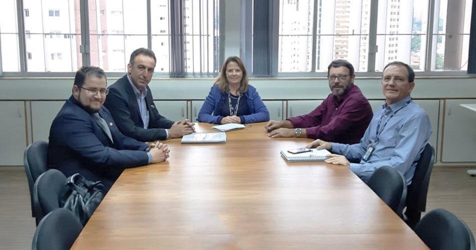 Prefeitura discute medidas para reduzir produção de lixo e apresenta estudo para ampliação do aterro em reunião na CETESB