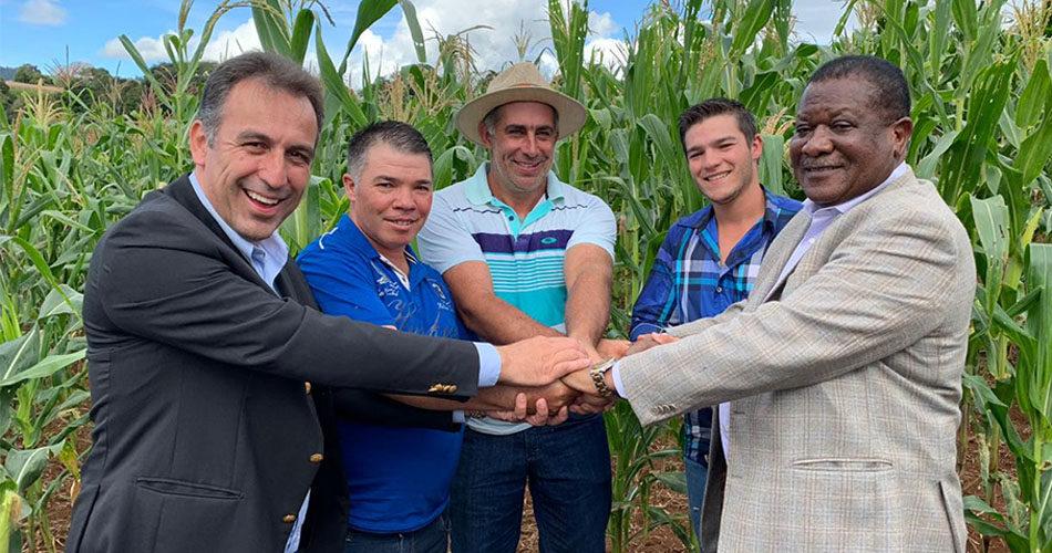 Embaixador da Namíbia no Brasil visita Socorro para conhecer lavoura de milho branco