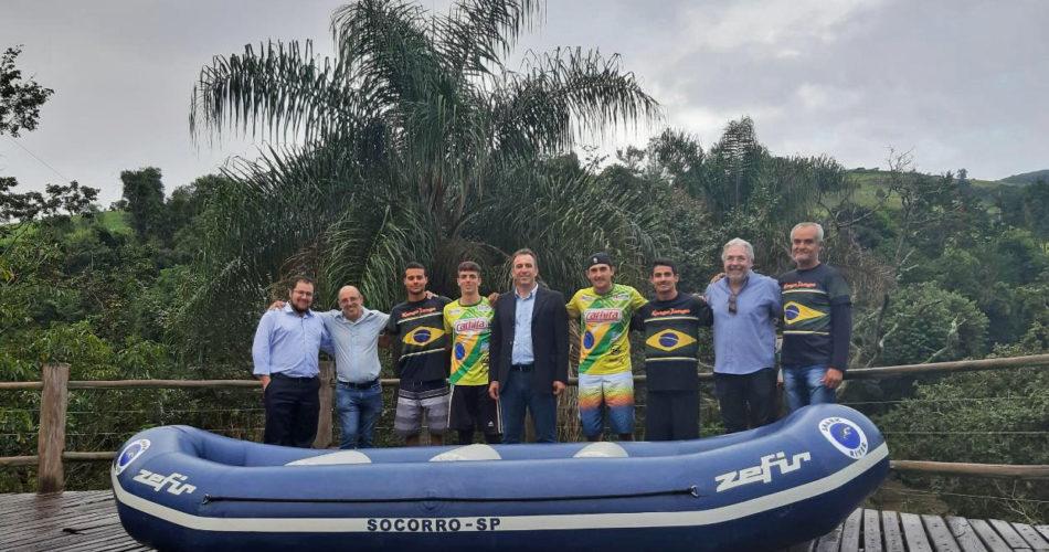 Prefeitura de Socorro realiza entrega de bote a equipe municipal de rafting Shark River