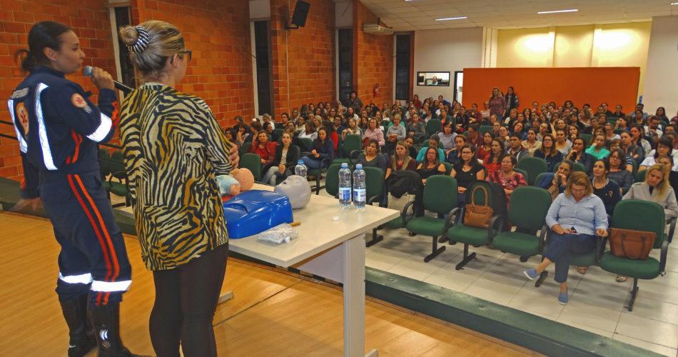 Professores e profissionais da Rede Municipal de Educação participam de  treinamento de primeiros socorros