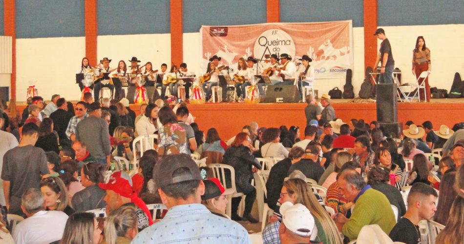 Queima do alho e Horse Show atraem centenas de pessoas em prol das entidades filantrópicas