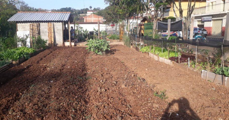 Secretaria de Meio Ambiente realiza ações no projeto Horta Urbana de Socorro