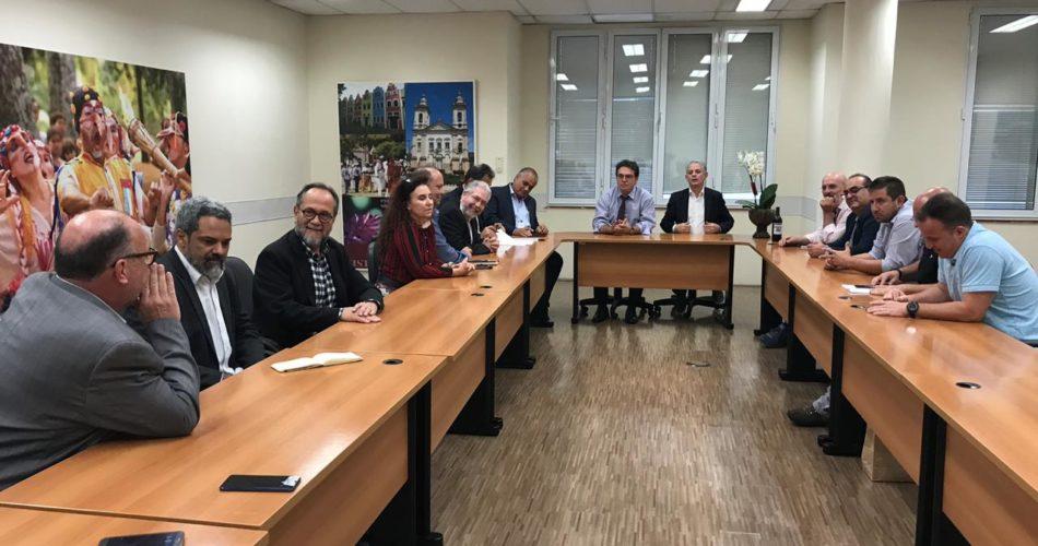 Circuito das Águas debate implantação de rotas cênicas com o secretário estadual de Turismo