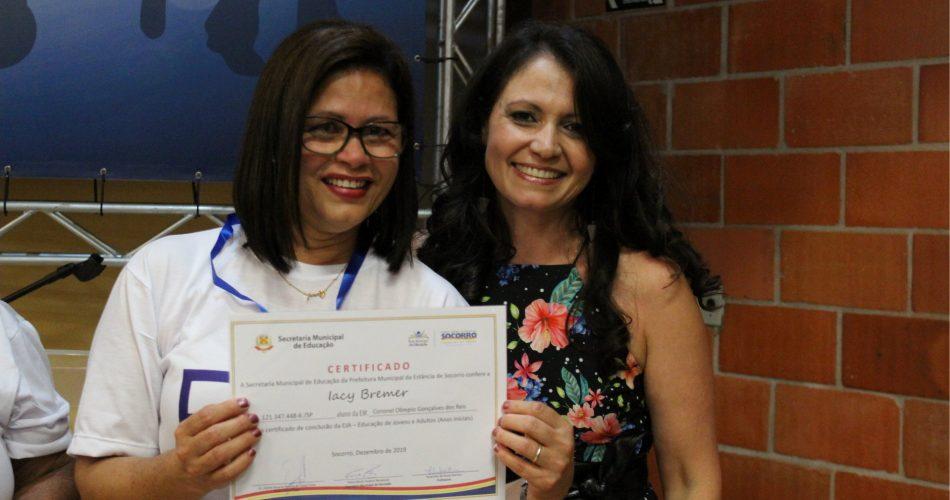Secretaria de Educação realiza formatura da Escola Coronel Olímpio e reconhecimento das alunas aprovadas na prova ENCCEJA