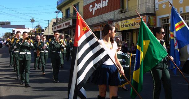 Corporação Musical Santa Cecília, de Socorro, abriu os desfiles no sábado