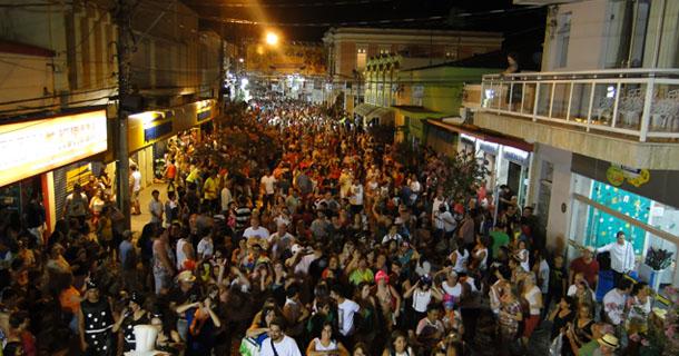 Foliões durante o Carnaval de 2015 nas Ruas Treze de Maio e Campos Salles
